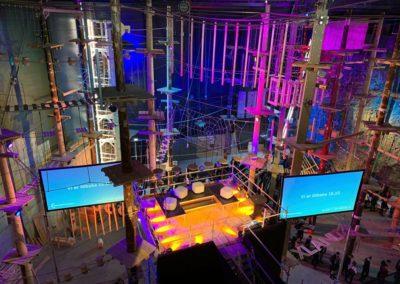Konferanse med 6 meter høy scene